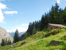 Camera fatta di legno nelle montagne alpine Svizzera, Unterstock, Urbachtal Immagini Stock Libere da Diritti