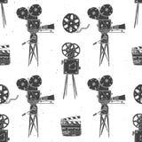Camera, filmspoel en clapperboard, uitstekend naadloos patroon, handdrawn schets, retro filmindustrie, vectorillustratie Stock Foto