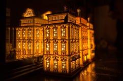 Camera illuminata della miniatura di Tealight fotografia stock libera da diritti