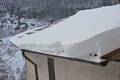 Camera in Italia con il tetto nevoso Immagini Stock