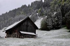 Camera nelle alpi nevose della montagna Immagine Stock Libera da Diritti