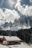 Camera nelle dolomia Festa nella stazione sciistica dell'Italia del Nord Giro alle dolomia Immagine Stock