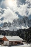 Camera nelle dolomia Festa nella stazione sciistica dell'Italia del Nord Giro alle dolomia Fotografia Stock