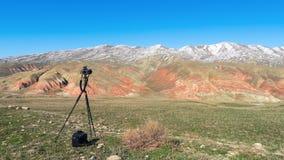 Camera op een driepoot royalty-vrije stock afbeelding
