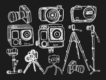 Camera op zwarte achtergrond wordt geplaatst die Royalty-vrije Stock Fotografie