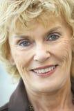 camera senior smiling woman Στοκ Φωτογραφία