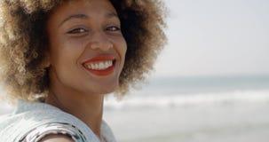camera smiling woman απόθεμα βίντεο