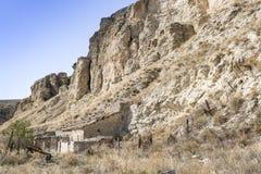 Camera su una scogliera della montagna Immagini Stock Libere da Diritti