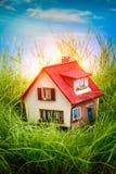 Camera sull'erba verde Immagine Stock Libera da Diritti