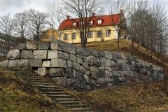 Camera sulla scogliera della roccia con le scale Stoccolma Svezia Fotografia Stock