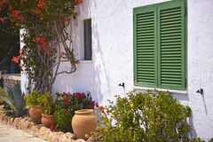 Camera tipica con i vasi da fiori in Mallorca, Spagna Immagini Stock