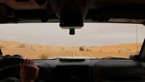 Cameraauto in de woestijn van de Sahara, bestuurder POV stock footage