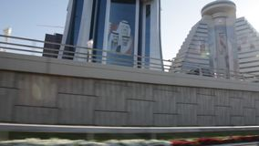 Cameraauto - op de Weg in Manama - Bahrein stock video