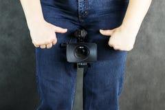 Cameralens van jeans, zoals de mannelijke penis Fyto seksueel kwesties en pornografieconcept Close-up stock foto