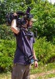 Cameraman auxiliaire avec l'appareil-photo Photo libre de droits