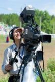 Cameraman de la televisión en el trabajo Fotos de archivo libres de regalías