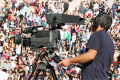 Cameraman op verslag Stock Afbeeldingen