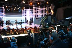 Cameraman sur l'exposition de TV Photos stock