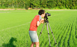 Cameraman work in the countryside Royalty Free Stock Images