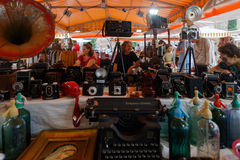 Cameras and other vintage things for sale in Barcelona. Stock Images