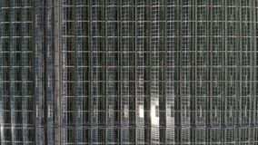 Cameravlieg over de serres Luchtschot Meetkunde in industri?le productie Perfectionisme in landbouw stock footage