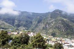 Camere accanto ad una montagna Immagini Stock