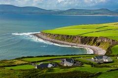 Camere alla costa dell'Irlanda Immagine Stock Libera da Diritti