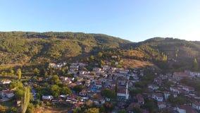 Camere bianche storiche, villaggio di Sirince, Smirne Turchia Colpo del fuco di vista aerea archivi video