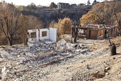 Camere bruciate alla terra da fuoco Fotografie Stock