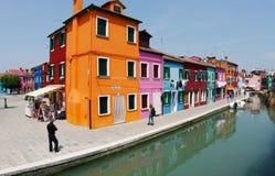 Camere colorate del Burano fotografie stock