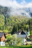 Camere con il fondo dei picchi delle alpi delle montagne Fotografie Stock