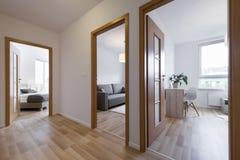 Camere da letto in appartamento moderno Fotografie Stock Libere da Diritti