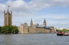 Camere del Parlamento con il Tamigi Immagine Stock