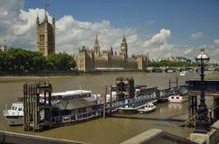 Camere del Parlamento, di grande Ben e del fiume di Tamigi Fotografia Stock Libera da Diritti
