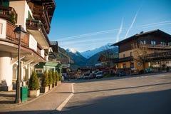 Camere della cittadina Uttendorf in montagna delle alpi in Austria Fotografia Stock