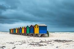 Camere di spiaggia Colourful in Muizenberg, Sudafrica fotografia stock