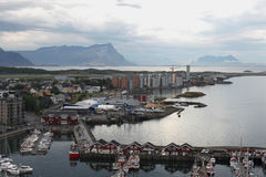 Camere e barche fuori dalla costa Norvegia Immagine Stock Libera da Diritti