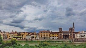 Camere e Florence National Central Library sopra Arno River dentro fotografia stock libera da diritti
