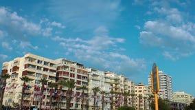 Camere e nuvole nel lasso di tempo di Smirne Turchia video d archivio