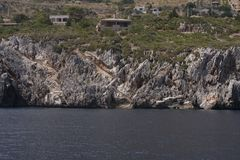 Camere e scala al mare Zingaro di dello di Riserva sicily L'Italia Zingaro del parco nazionale fotografia stock libera da diritti