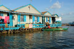 Camere sugli stilts. Villaggio in Cambogia Immagine Stock Libera da Diritti