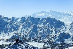Camere sul pendio della catena montuosa dell'Himalaya fotografia stock libera da diritti
