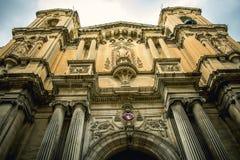 Camere tradizionali di architettura edifici maltesi tradizionali di Malta e destinati esotico del fondo di viaggio di concetto di Fotografia Stock