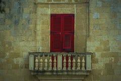 Camere tradizionali di architettura edifici maltesi tradizionali di Malta e destinati esotico del fondo di viaggio di concetto di Fotografie Stock