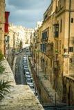 Camere tradizionali di architettura edifici maltesi tradizionali di Malta e destinati esotico del fondo di viaggio di concetto di Fotografia Stock Libera da Diritti