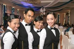 Cameriera di bar in uniforme Immagini Stock Libere da Diritti