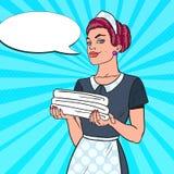 Cameriera femminile con gli asciugamani bianchi puliti Servizio di camera di albergo Illustrazione di Pop art Fotografia Stock Libera da Diritti