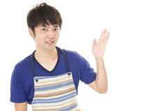 Cameriere asiatico sorridente fotografie stock