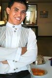 Cameriere nella posa Fotografie Stock Libere da Diritti