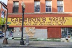 Camerons böcker och tidskrifter i Portland - PORTLAND - OREGON - APRIL 16, 2017 Arkivfoton